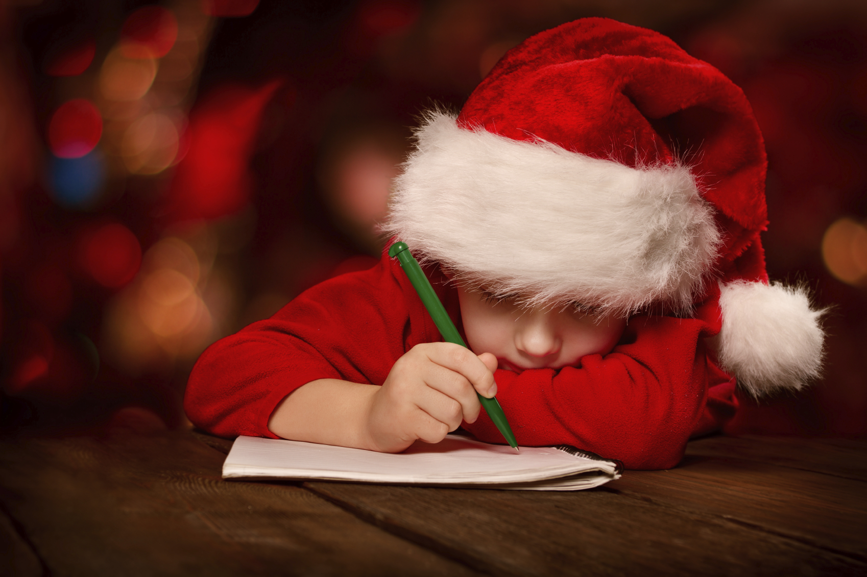 boy-making-Christmas-list